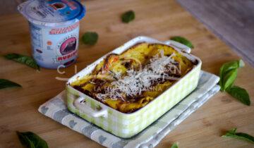 Lasagne vegetariane con besciamella allo zafferano e mozzarella filante