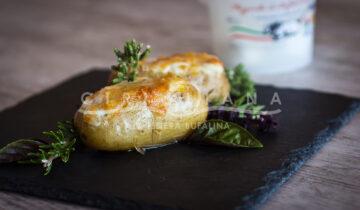 Patate ripiene con mozzarella prosciutto cotto e pepe